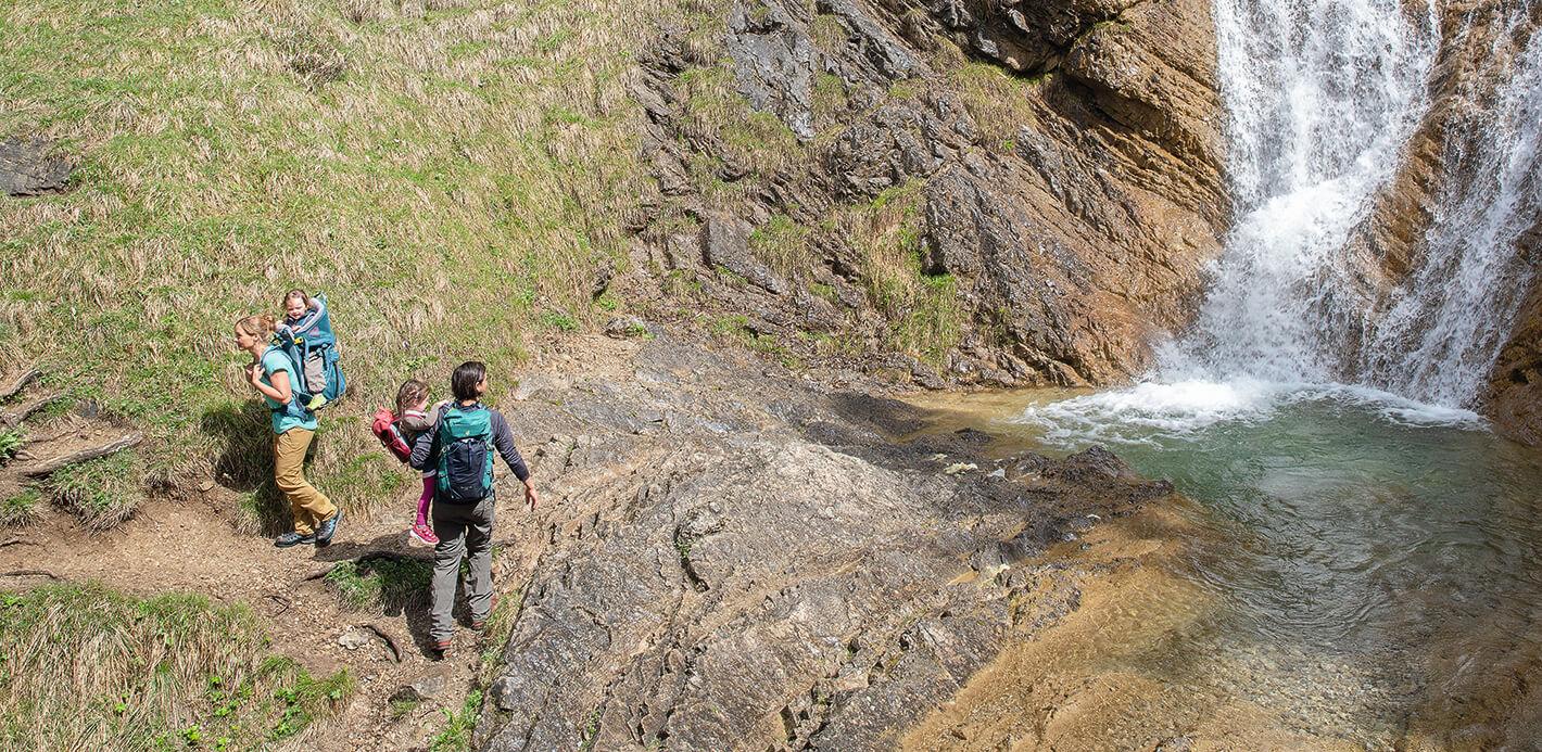 Unterwegs mit Kindern in der Natur: Wandern ist von Klein auf ein Erlebnis.