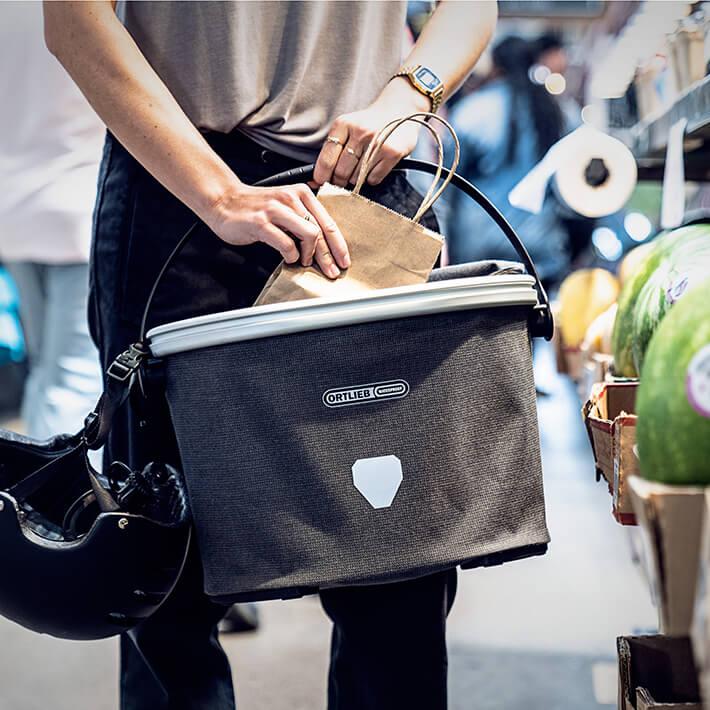 Fahrradlenkerkorb und -tasche sowie Basket Bags für den Gepäckträger sind für Shoppingtouren optimal.