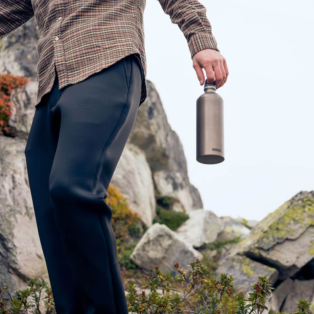 In wiederverschließbaren Trinkflaschen udn Brotzeitboxen ist Wander-Proviant bestens aufgehoben.