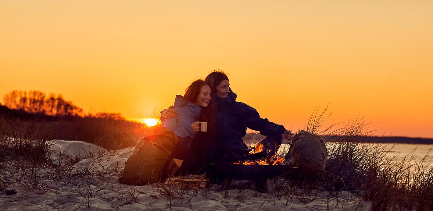 Am Lagerfeuer und Strand entspannen - gut ausgestattet mit Korb, Rucksack oder Tasche.