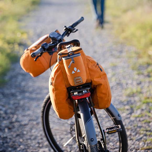 Fahrradtaschen für Lenker, Vorder- oder Hinterrad bieten viel Stauraum.