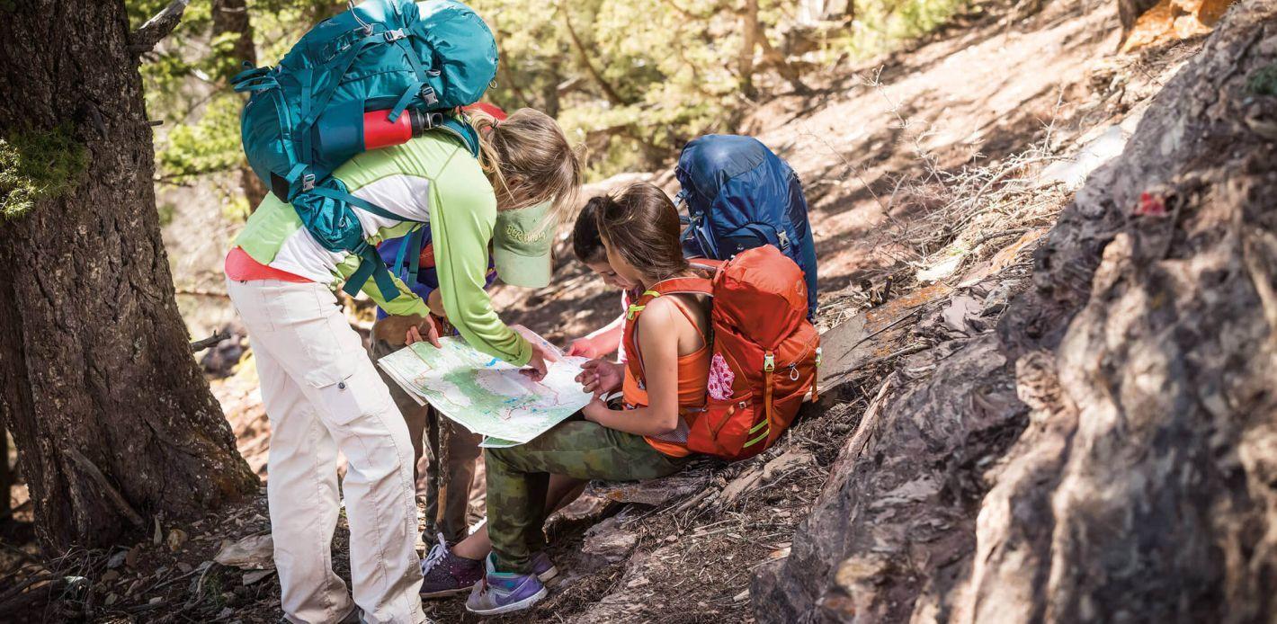 Ob Wandern mit Kindern und auf Weltreise beim Backpacking: Osprey Rucksäcke und Taschen begleiten Sie.
